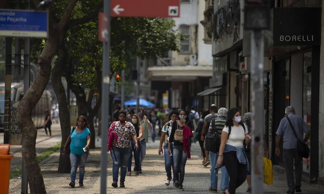Movimento no cruzamento da Avenida Rio Branco com a Avenida Nilo Peçanha, no Centro do Rio Foto: Márcia Foletto/21.09.2020 / Agência O Globo