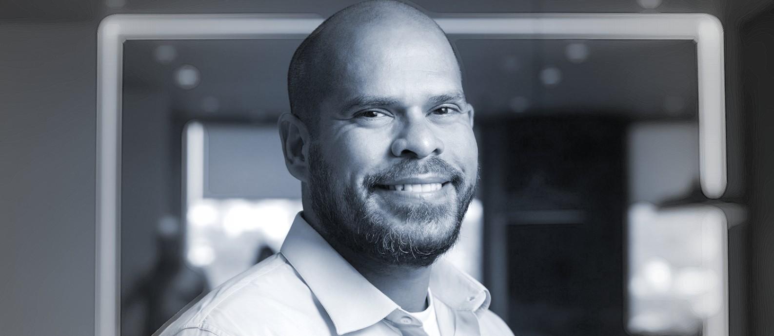 O contador Silvio Silva, diretor comercial da Johnson & Johnson Foto: Divulgação / Editoria de Arte