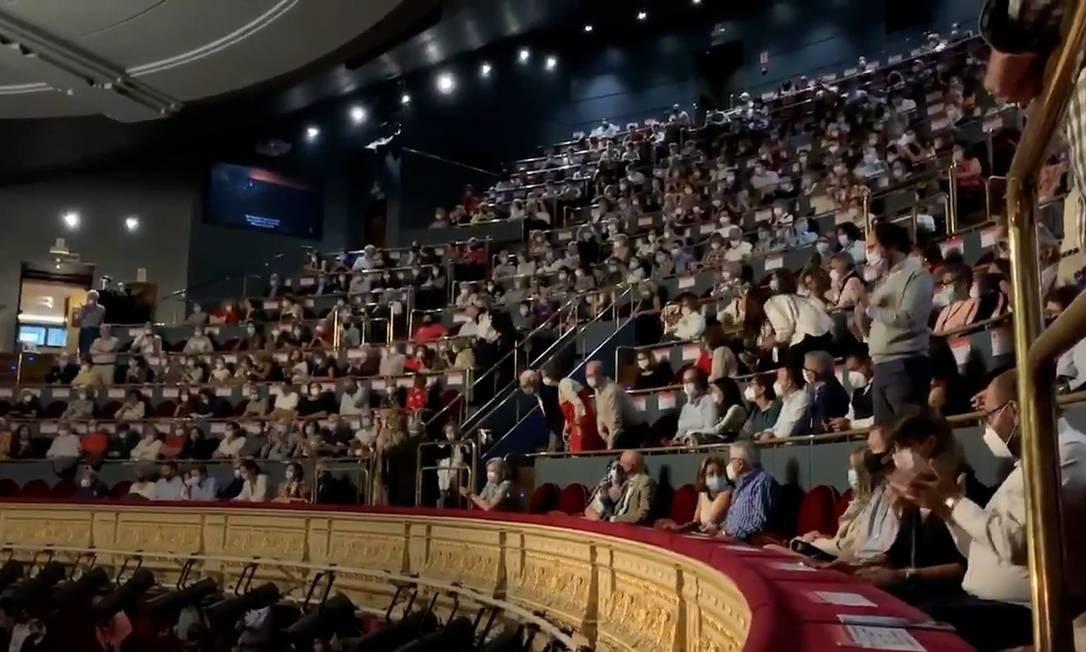 A plateia do Teatro Real de Madri bateu palmas, gritou e sapateou até que a sessão de ópera fosse suspensa Foto: Reprodução