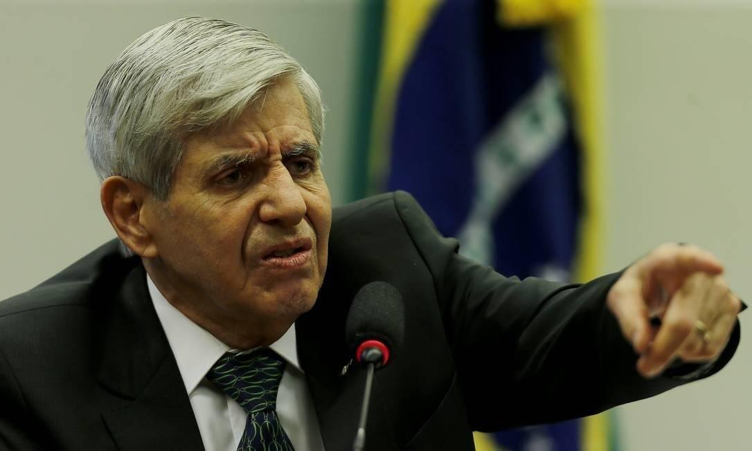 Augusto Heleno, ministro do Gabinete de Segurança Institucional, diz que Articulação dos Povos Indígenas do Brasil faz 'trabalho nesfato' Foto: Jorge William / Agência O Globo