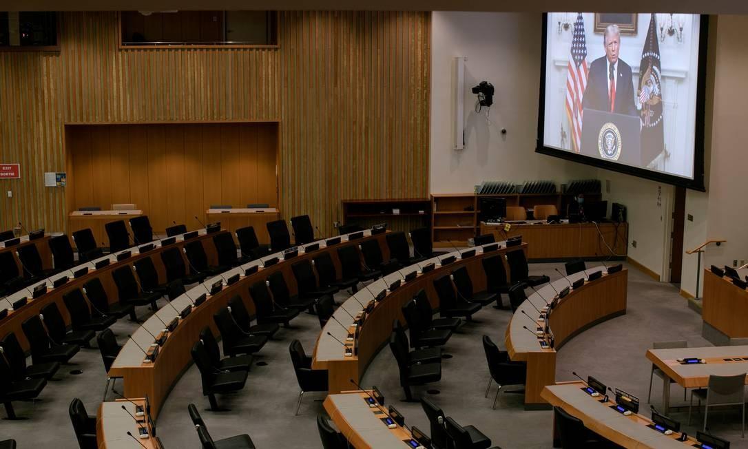 Diante de um plenário vazio, discurso de Donald Trump é transmitido na Assembleia Geral da ONU, em Nova York Foto: MIKE SEGAR / REUTERS