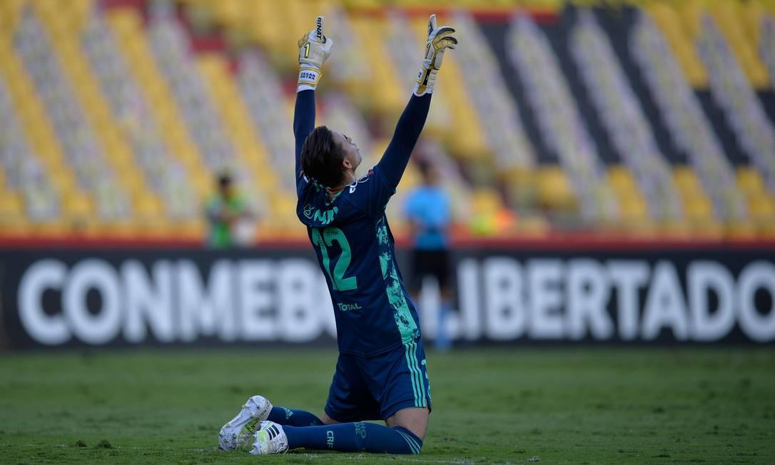 César comemora um gol do Flamengo sobre o Barcelona em Guayaquil Foto: RODRIGO BUENDIA / AFP