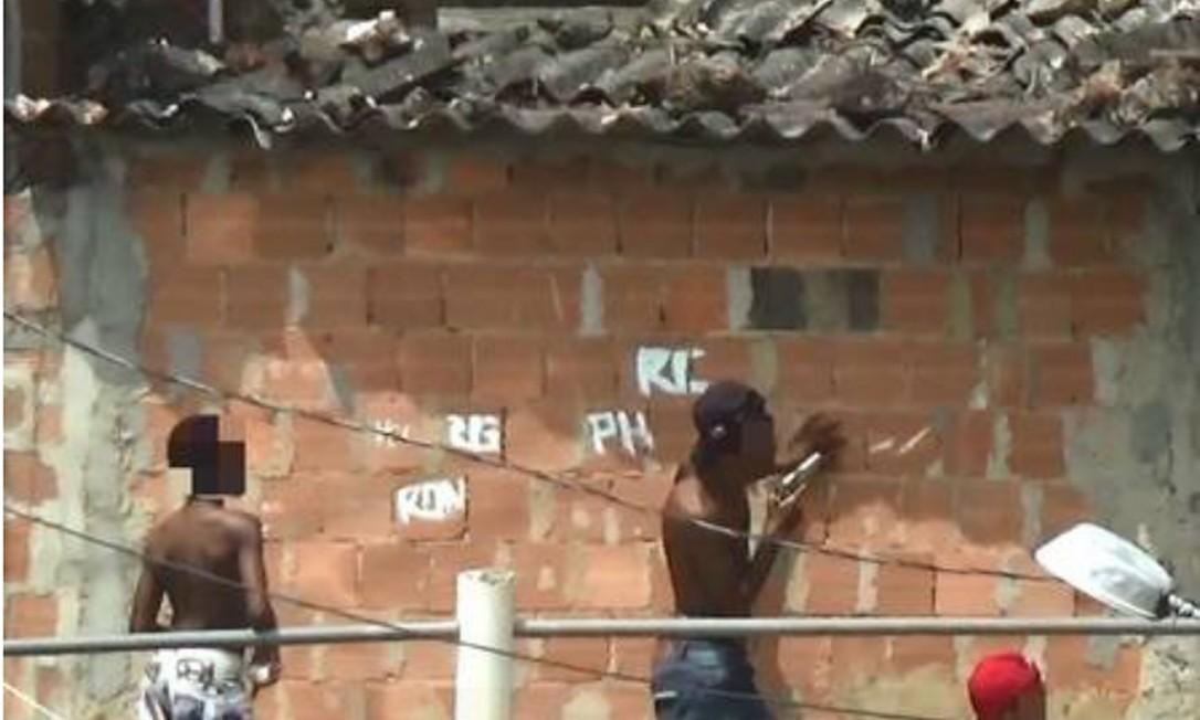 Menores armados no Complexo do Lins, Zona Norte do RIo Foto: Reprodução