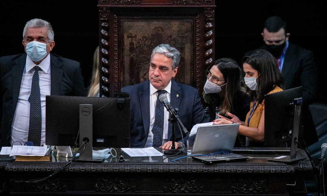 O presidente da Alerj, deputado André Ceciliano (PT), comanda a votação Foto: BRENNO CARVALHO / Agência O Globo