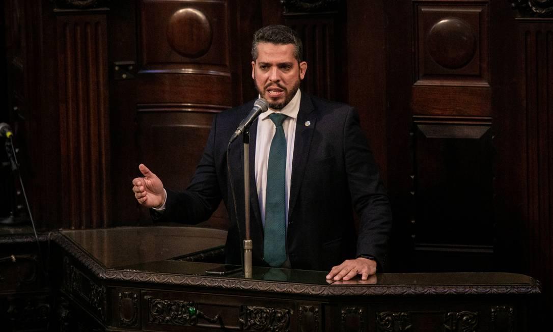 Rodrigo Amorim, do PSL, fala durante sessão na Alrj que decide sobre o impeachment de Wilson Witzel, de quem foi aliado desde a campanha Foto: BRENNO CARVALHO / Agência O Globo