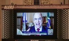 Wilson defende-se por videochamada no telão do Palácio Tiradentes; governador atacou deputados Foto: Brenno Carvalho / Agência O Globo