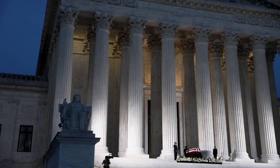 Corpo da juíza Ruth Bader Ginsburg é velado no edifício da Suprema Corte dos EUA, em Washington Foto: ALEX WONG / AFP/23-09-2020