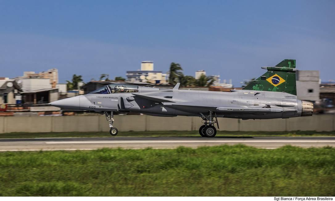O novo caça Gripen da Força Área Brasileira. Aeronave, que chegou ao Brasil de navio, fez nesta quinta-feira seu primeiro voo no espaço aéreo brasileiro Foto: Bianca Viol / Força Aérea Brasileira