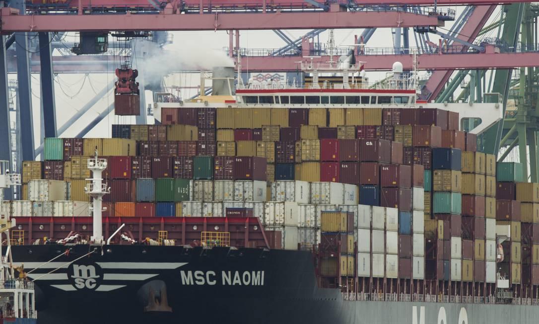 Brasil perdeu uma posição em ranking internacional de competitividade por retrocesso na área de infraestrutura Foto: Gabriel de Paiva / Agência O Globo