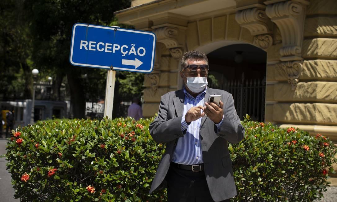 Novo secretário foi embora da reunião num carro de aplicativo Foto: Márcia Foletto / Agência O Globo