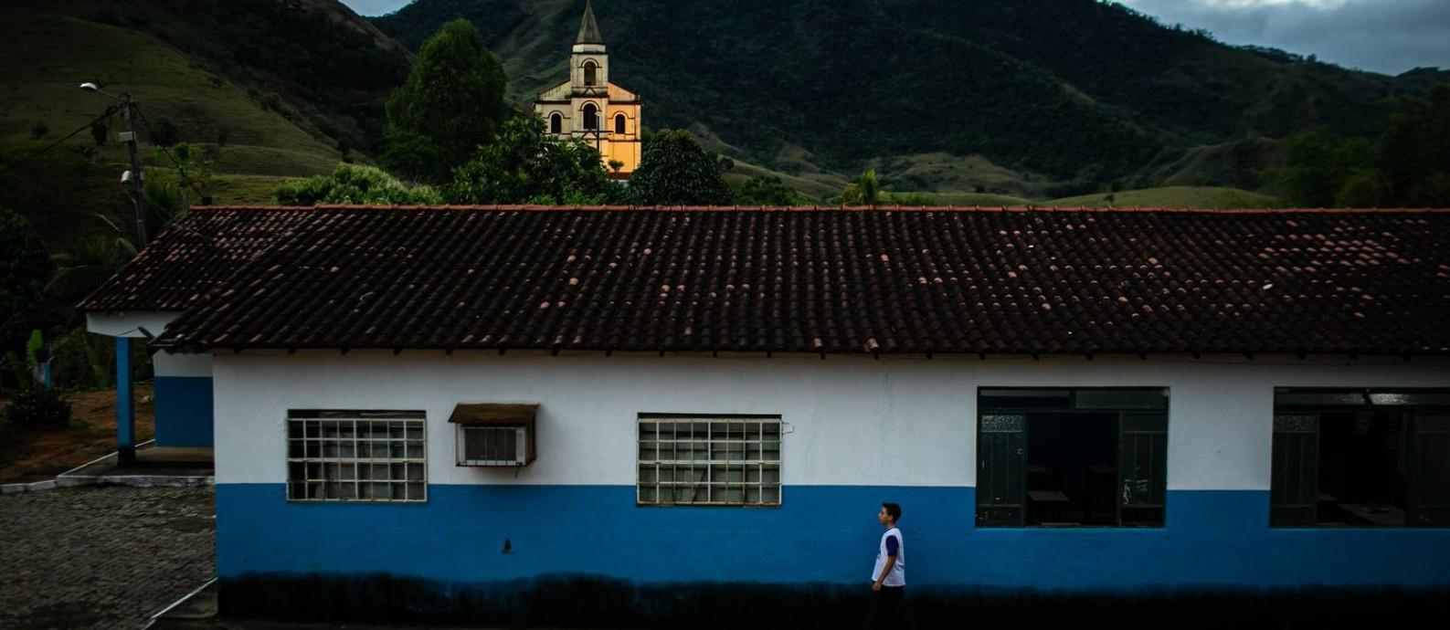 O aluno Julio Cezar Teixeira, de 14 anos, na Escola Creche Municipal João Rodrigues França, em Natividade Foto: Hermes de Paula / Agencia O Glob / Agência O Globo