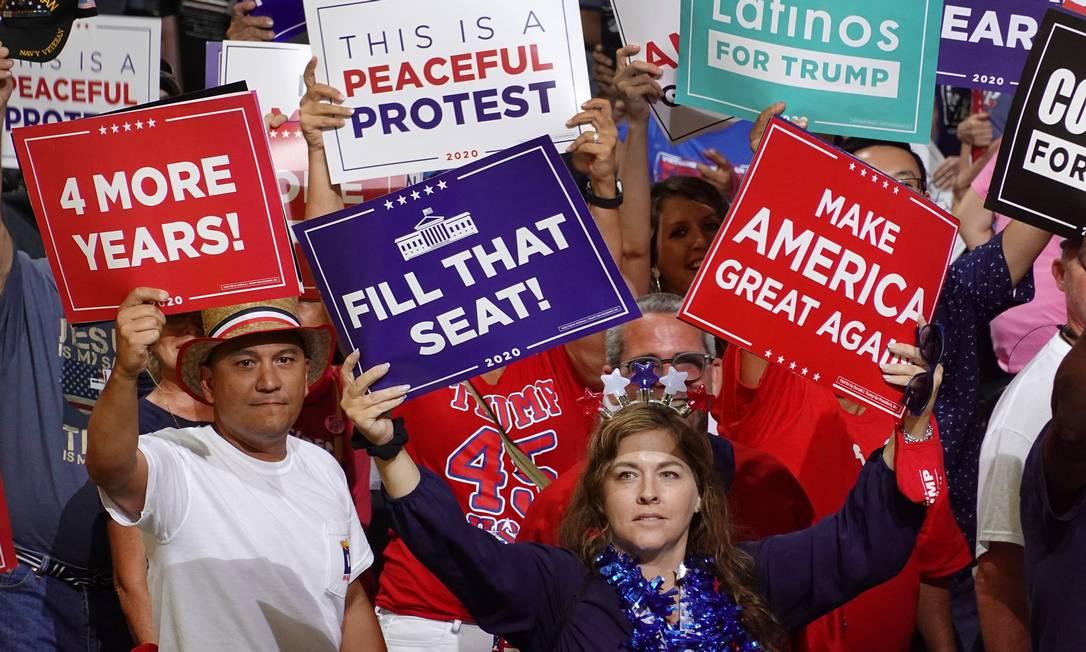 """Preencha a vaga"": Em comício de Trump em Jacksonville, na Flórida, eleitora pede que ele indique logo a substituta da juíza progressista Ruth Bader Ginsburg Foto: JOE RAEDLE / AFP/24-9-2020"