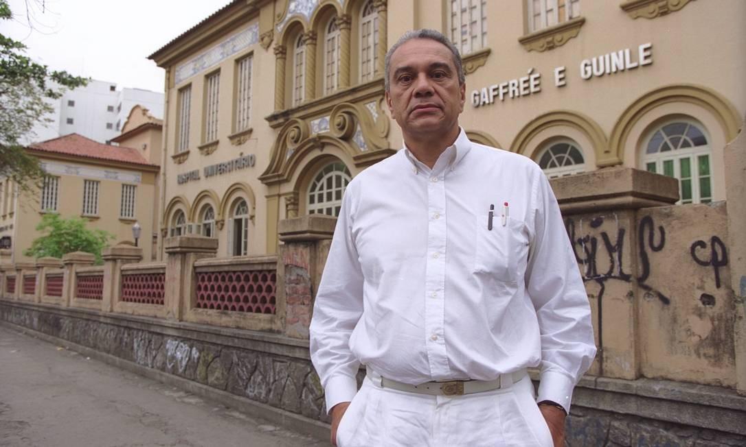 Carlos Alberto Morais de Sá, um dos maiores especialsitas em Aids do mundo, morreu neste domingo Foto: / Marcelo Sayão/26.10.1999