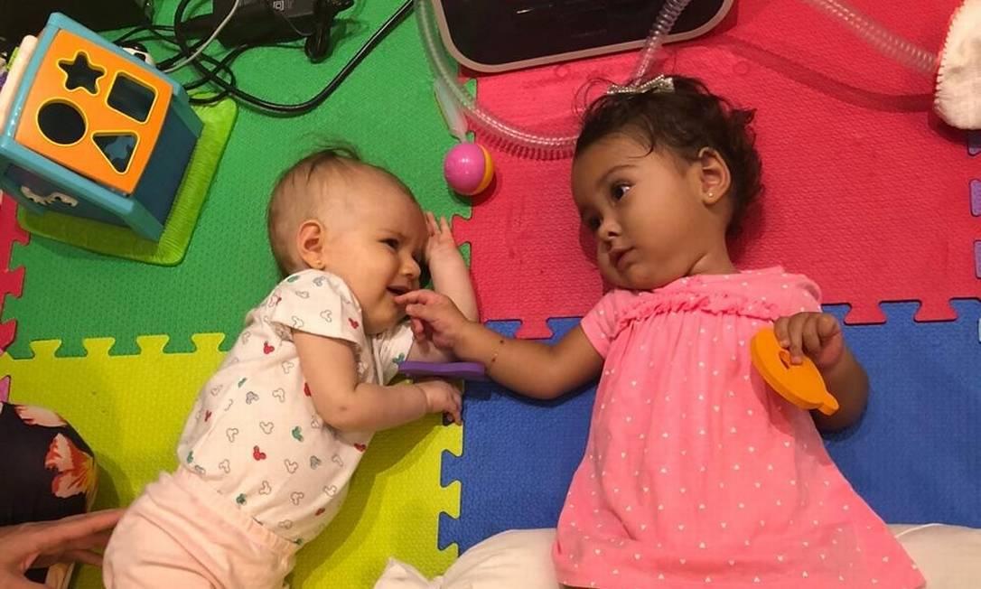 Maria Lucia e Marina (à dir) vão receber nas próximas horas remédio pago por governo brasileiro Foto: Reprodução