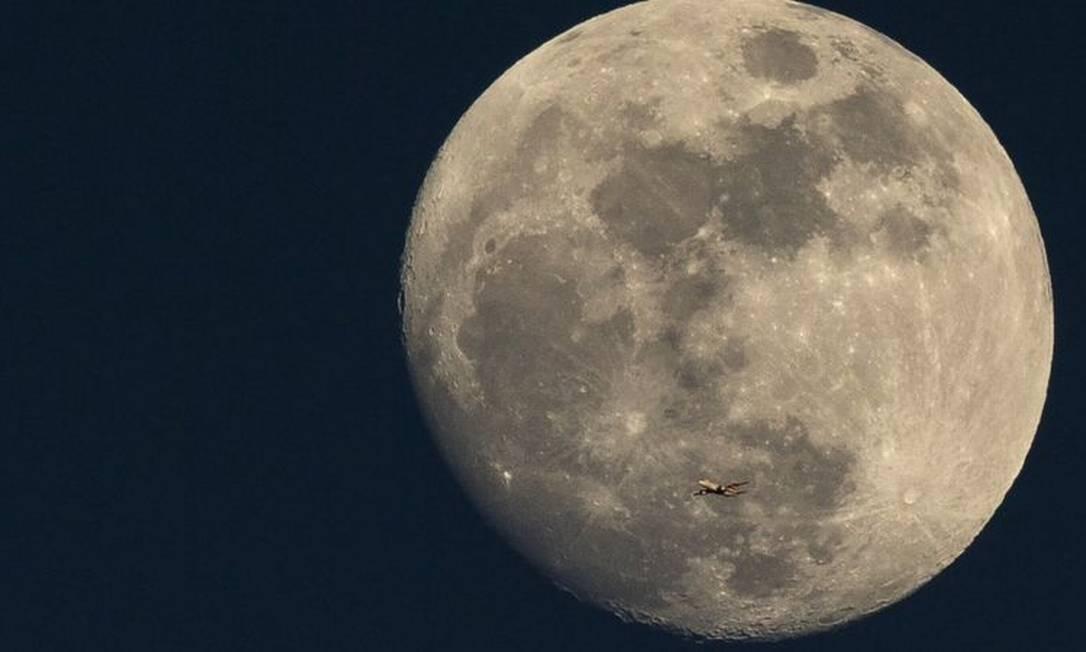 Presença de água na Lua foi anunciada por cientistas da Nasa Foto: Getty Images