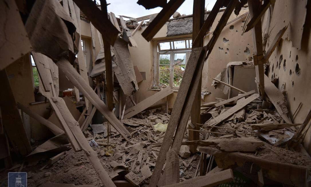 Casa danificada durante bombardeio das forças azeris na região separatista de Nagorno Karabakh Foto: ARMENIAN FOREIGN MINISTRY / via REUTERS/28-09-2020