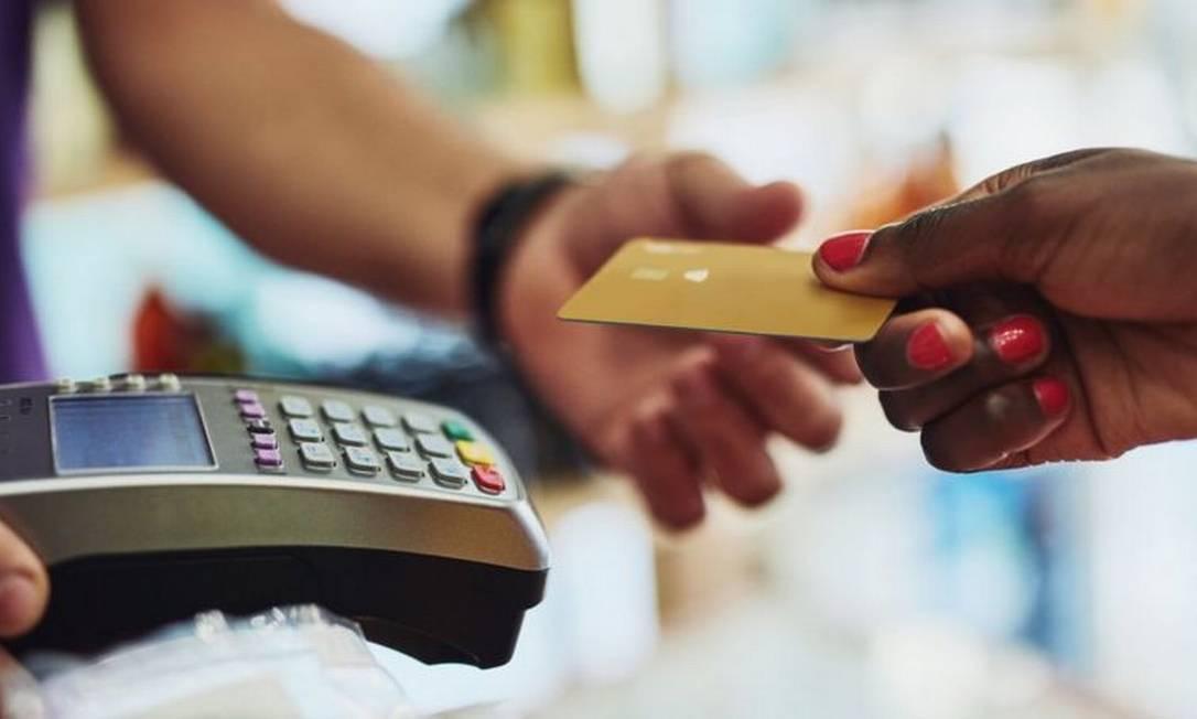 Mercado de cartões envolve diversos elos: as bandeiras, as empresas das 'maquininhas', os bancos e as processadoras Foto: Getty Images