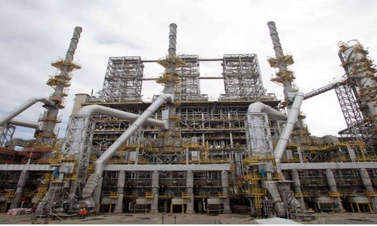 A RNEST tem capacidade de processamento de 230 mil barris de petróleo por dia. Nesta unidade, são produzidos derivados de petróleo, como nafta, diesel e gás liquefeito de petróleo (GLP) Foto: Reprodução/Site da Petrobras