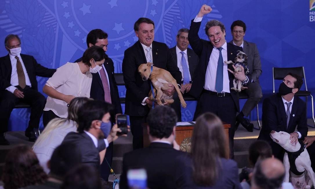 Cerimônia contou com presença de animais de estimação, entre eles o cachorro Sansão, da raça Pitbull, que teve as patas mutiladas por dois criminosos em Minas Gerais Foto: Jorge William / Agência O Globo