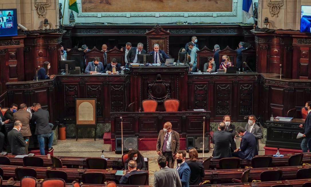 Sessão da Alerj na qual foram eleitos os cinco deputados que irão compor, com desembargadores, a comissão que avaliará o impeachment de Witzel Foto: Thiago Lontra / Alerj