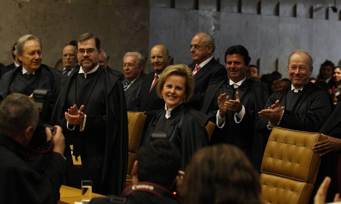 Seis meses depois de Fux, Rosa Maria Weber foi aplaudida de pé pelos colegas do Supremo ao tomar posse, em 2011 Foto: Ailton de Freitas / Agência O Globo - 19/12/2011