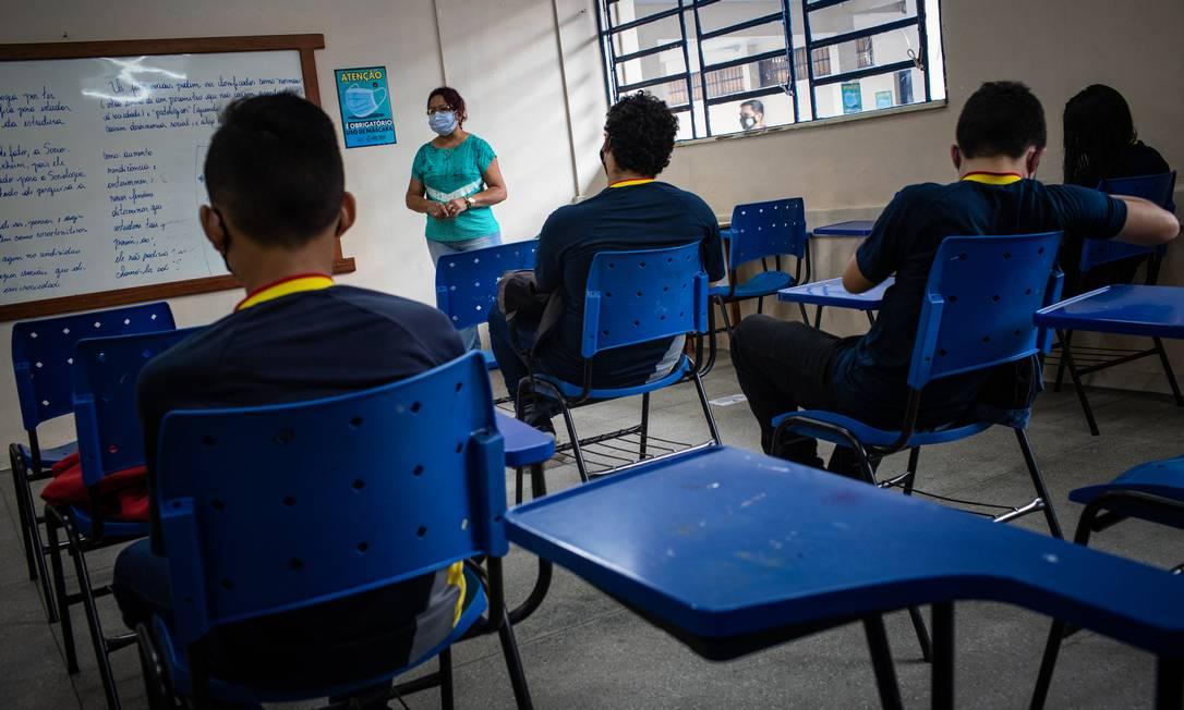 Alunos assistem aulas presenciais em Manaus (AM), onde retorno foi autorizado Foto: Raphael Alves / Agência O Globo