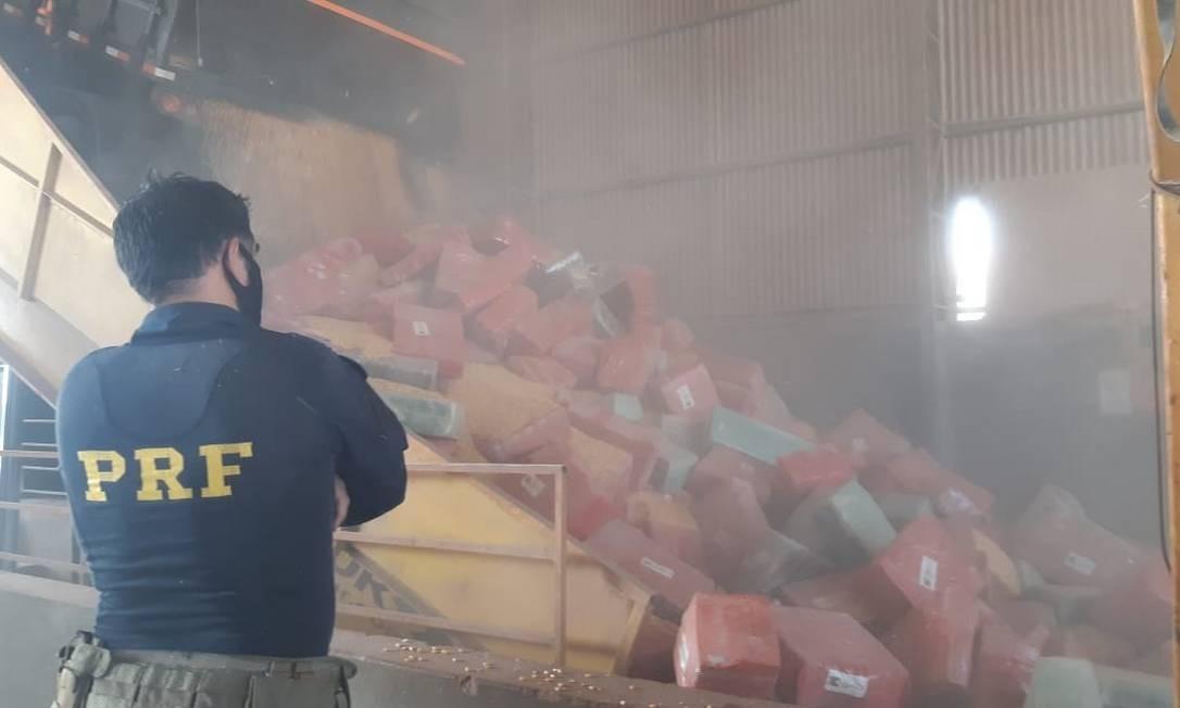 Apreensão de 6,2 toneladas de maconha em Guaíra, no Paraná Foto: Divulgação / Polícia Rodoviária Federal