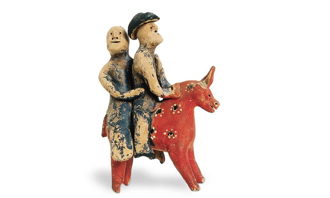 'Casal montado em cavalo vermelho', de Mestre Vitalino, uma das obras do Museu Casa do Pontal Foto: Divulgação