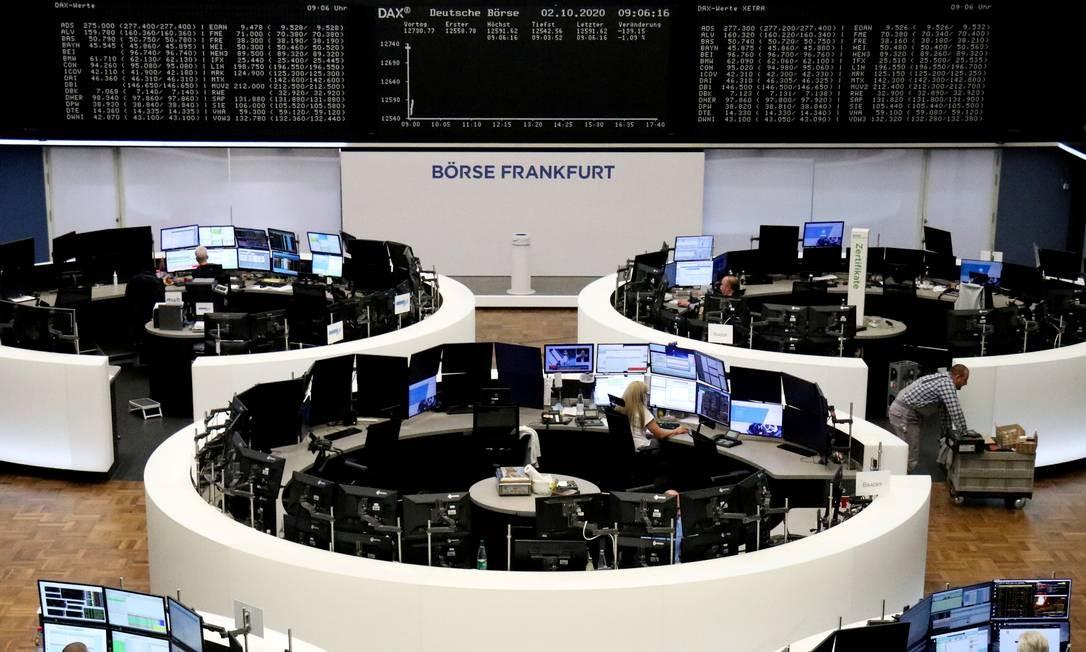 Em Frankfurt, Bolsa registrava queda após a notícia da doença de Trump Foto: STAFF / REUTERS