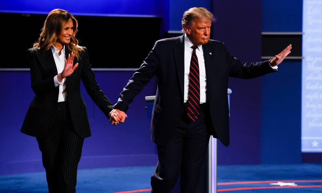 Trump e Melania deixam juntos o palco após o primeiro debate da campanha presidencial, na terça-feira, 29 Foto: BRIAN SNYDER / REUTERS