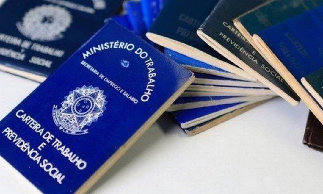 Com a extensão do programa, trabalhadores afetados ficarão com o 13º salário abaixo da metade do valor ou mesmo sem esse pagamento em caso de suspensão. Foto: Agência O Globo