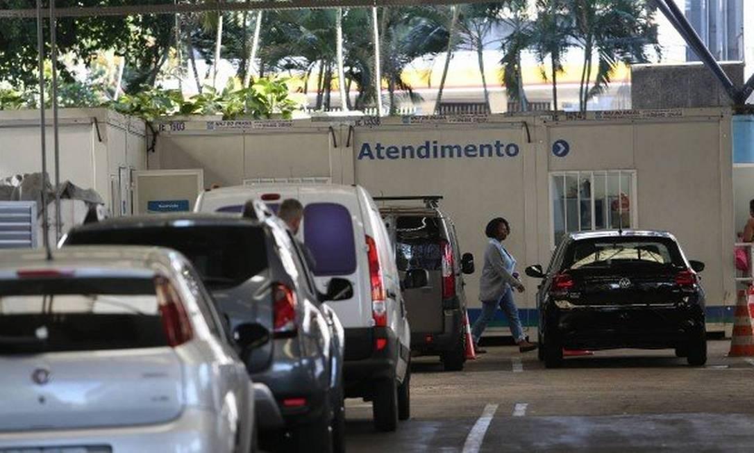 Os motoristas têm relatado dificuldades de fazer o agendamento nos postos Foto: Pedro Teixeira / Agência O Globo