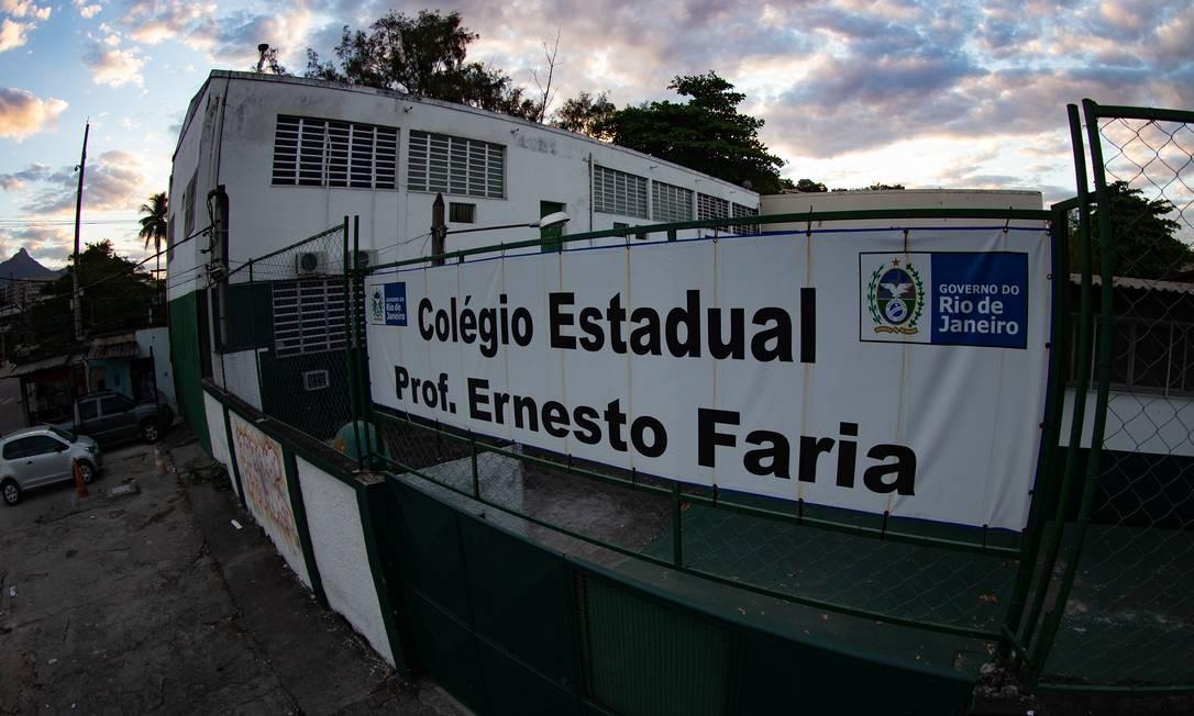Fachada do Colégio estadual Professor Ernesto Faria, na Mangueira, Zona Norte do Rio Foto: Roberto Moreyra / Agência O Globo / 28-07-2020