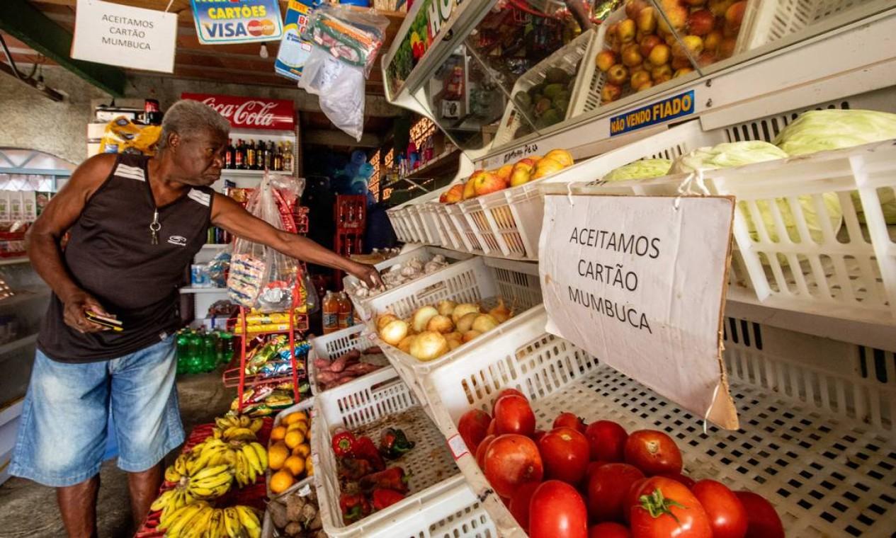 Em Maricá, recurso dos royalties são usadas na moeda social Mumbuca, que aquece o comércio local Foto: Brenno Carvalho / Agência O Globo