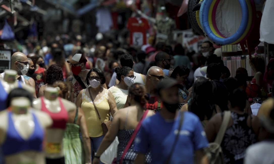 Nem mesmo o calor afasta o movimento no Saara Foto: Gabriel de Paiva / Agência O Globo