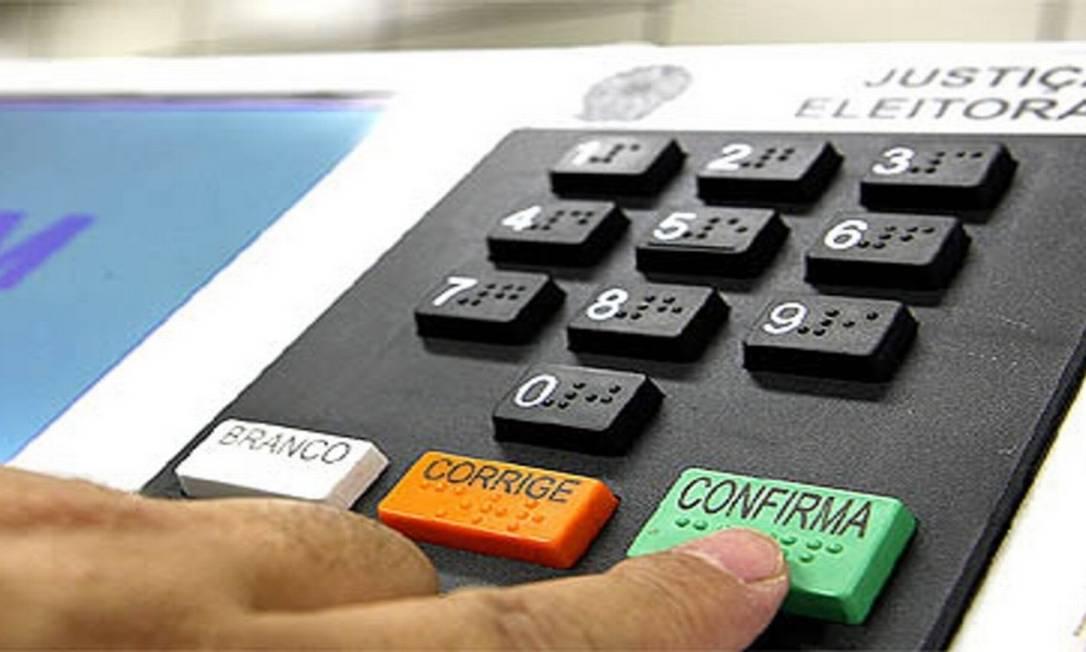 A urna eletrônica: o voto confirmado e as pesquisas Foto: Divulgação / TSE