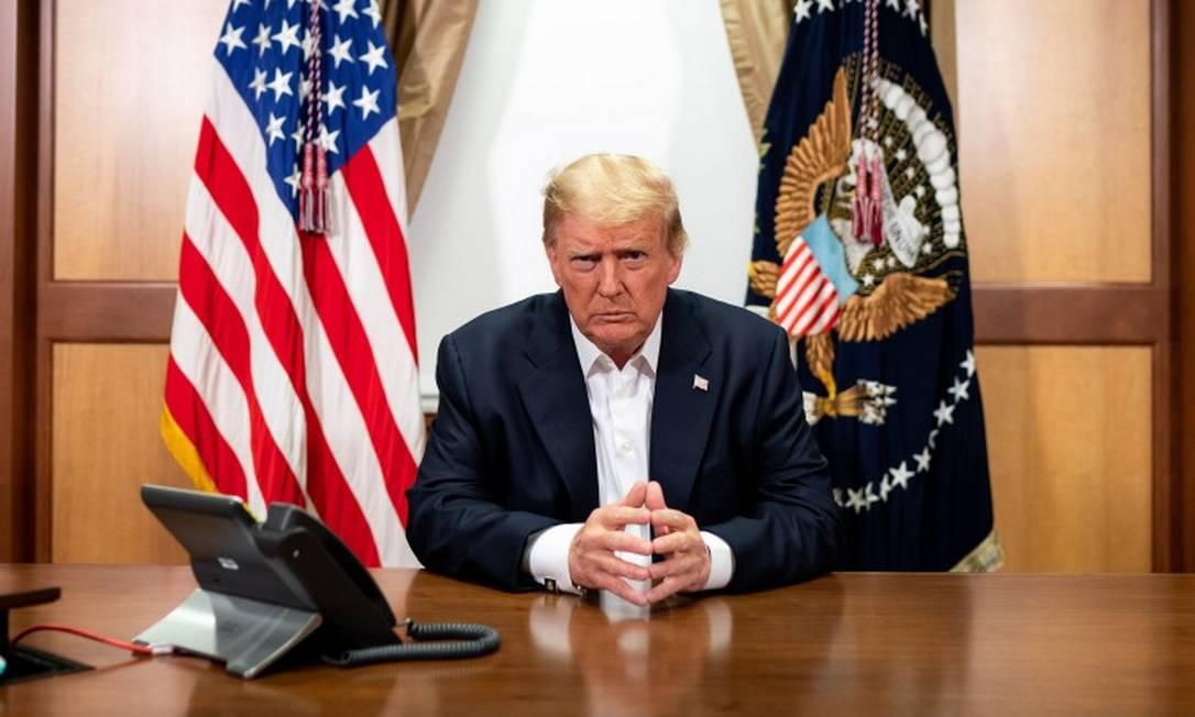 Foto divulgada pela Casa Branca supostamente mostra o presidente Donald Trump durante reunião com o vice-presidente, Mike Pence, com o chefe das Forças Armadas, Mark Milley, e com o secretário de Estado, Mike Pompeo Foto: TIA DUFOUR / AFP / 4-10-2020