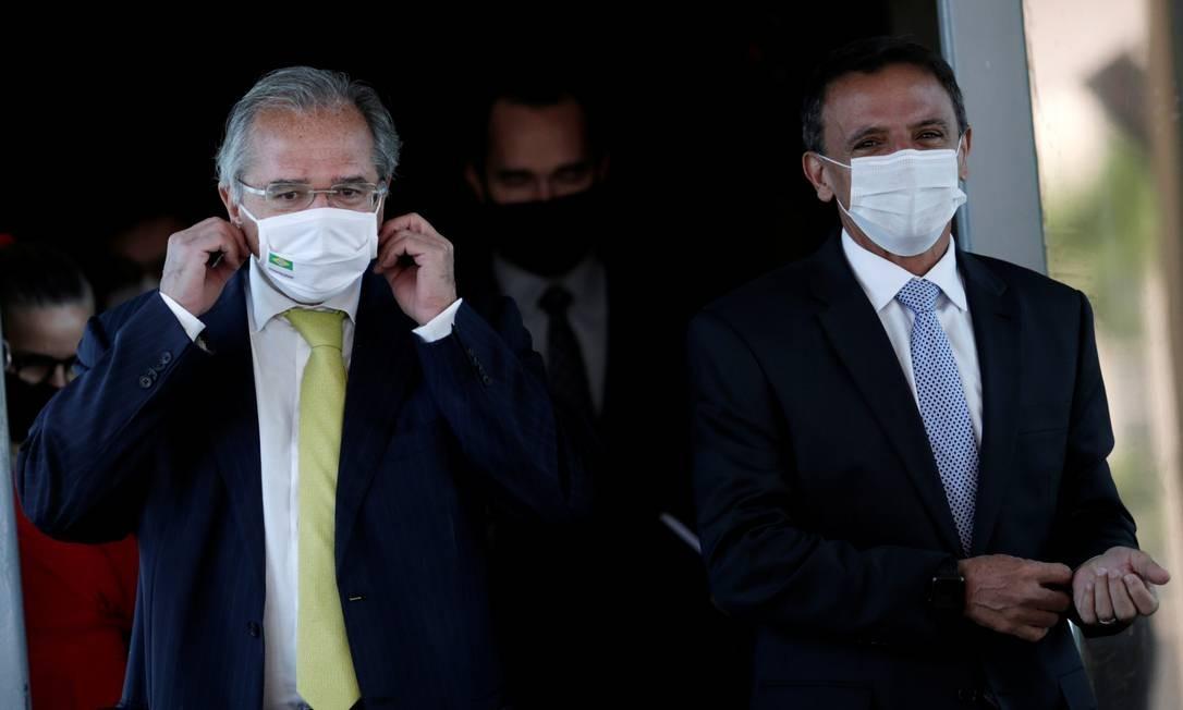 O ministro da Economia, Paulo Guedes, e o senador Márcio Bittar (MDB-AC), após reunião sobre o Renda Cidadã Foto: Ueslei Marcelino / Reuters