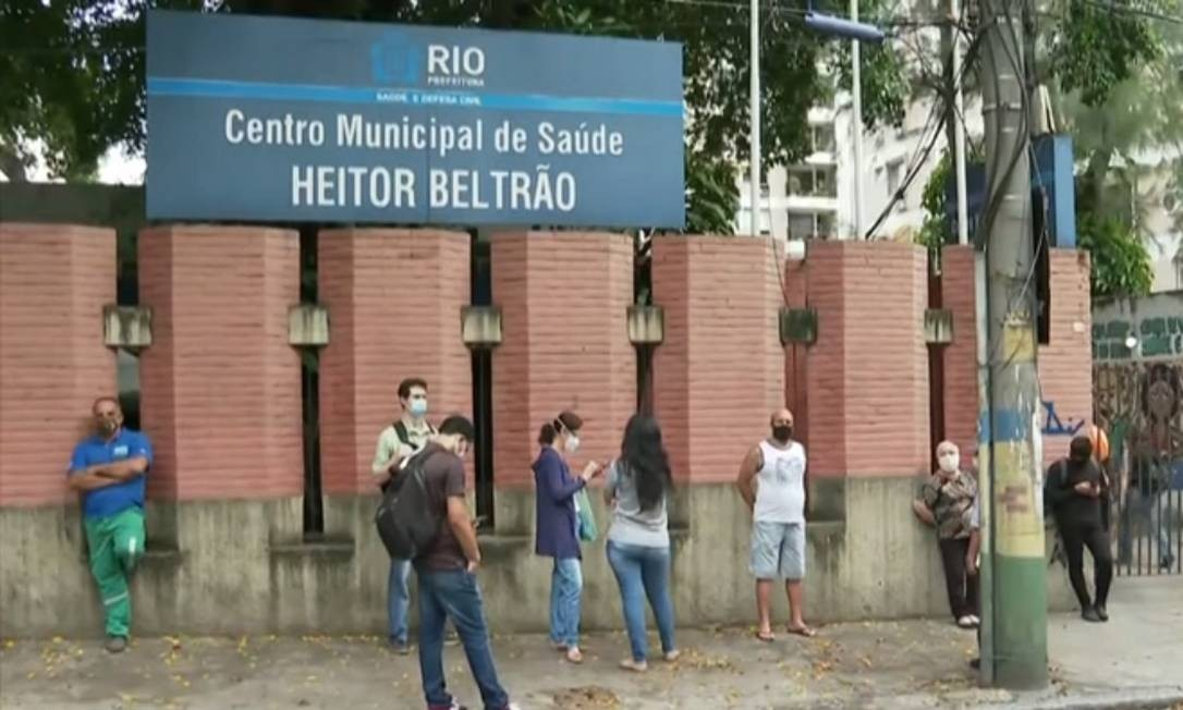 Centro municipal de saúde Heitor Beltrão, na Tijuca, é um dos que recebe as campanhas de vacinação Foto: TV Globo / Reprodução