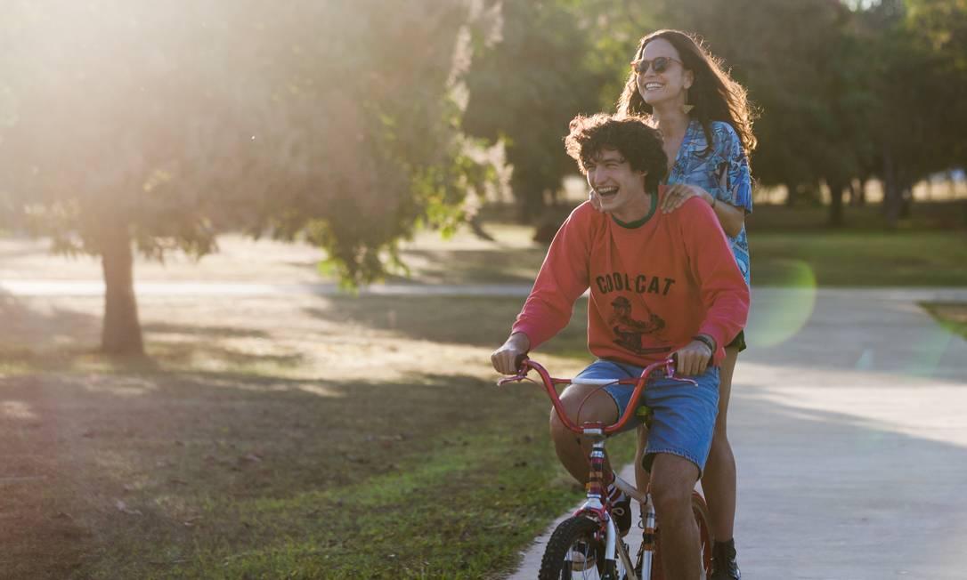 Inspirado na música de Renato Russo, 'Eduardo e Mônica' é estrelado por Alice Braga e Gabriel Leone Foto: Janine Moraes / Divulgação