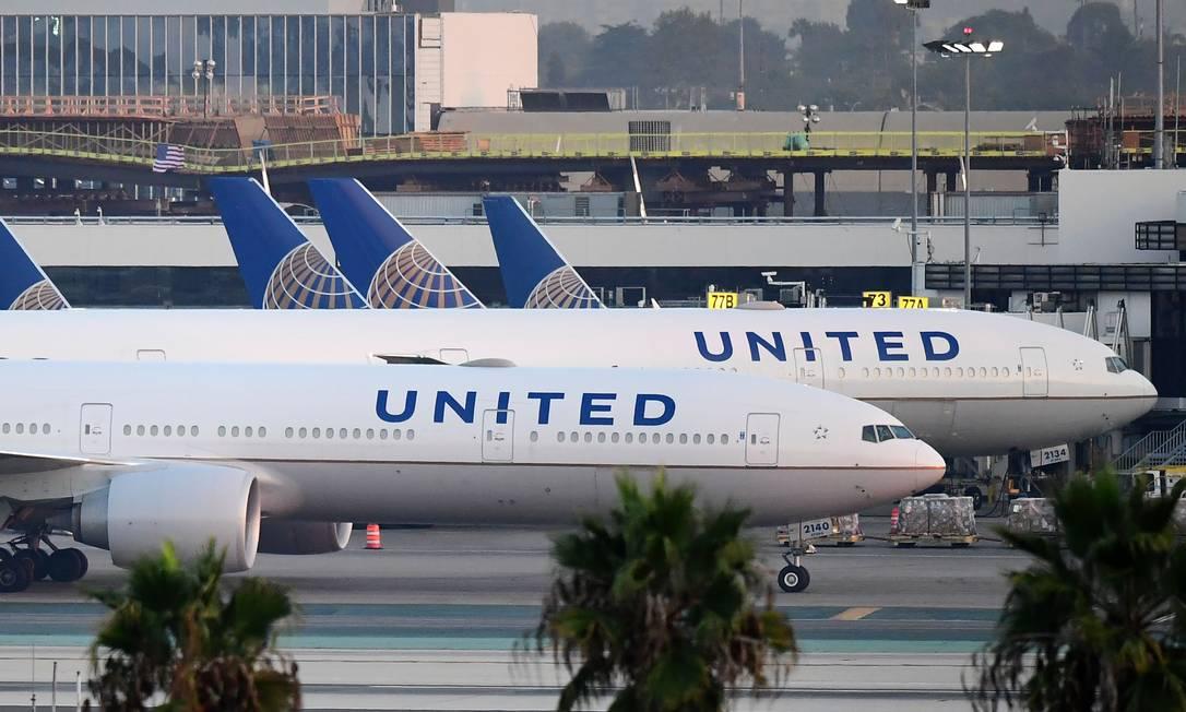 Aviões da United Airlines, que voltará a voar do Rio para Houston, no Texas, a partir de 2 de novembro Foto: FREDERIC J. BROWN / AFP