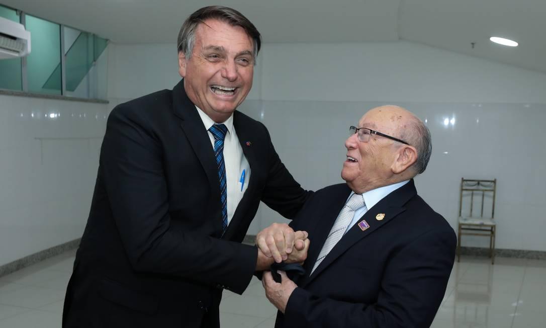Bolsonaro cumprimenta o presidente das Assembleias de Deus em São Paulo, Ppastor José Wellington Bezerra da Costa Foto: Divulgação