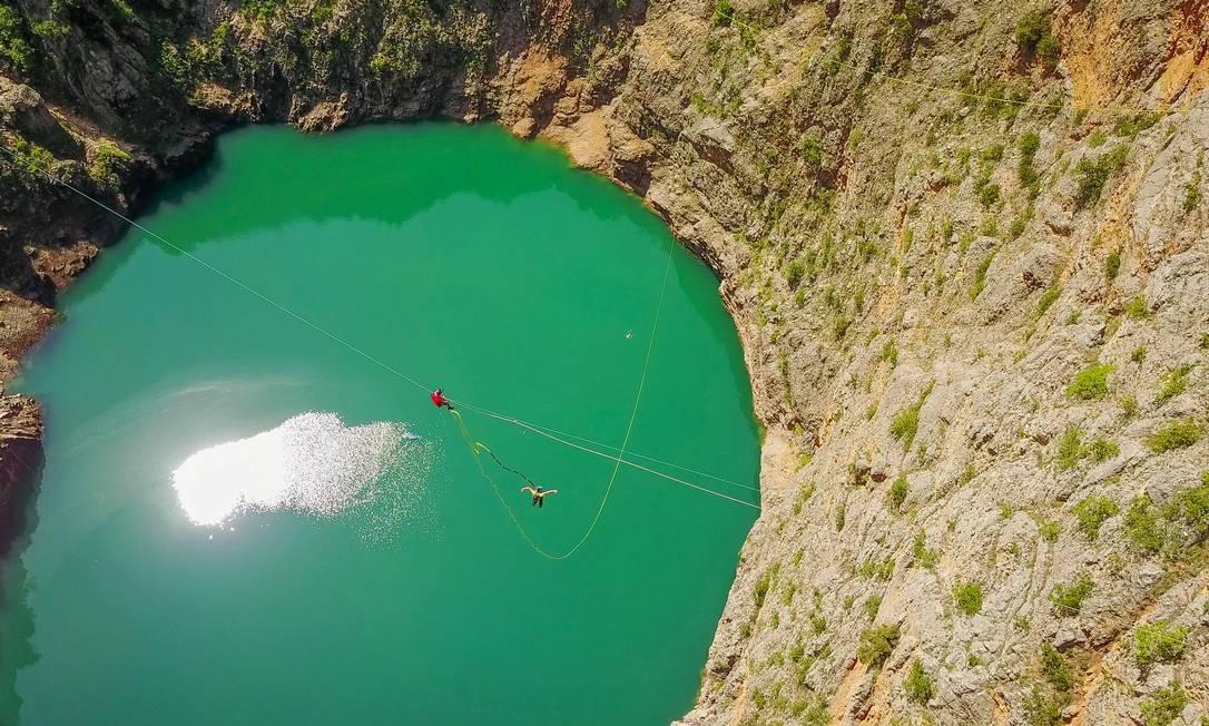 Rope Jumping em lago da Croácia Foto: Fred Marie/Art in All of Us / Corbis via Getty Images