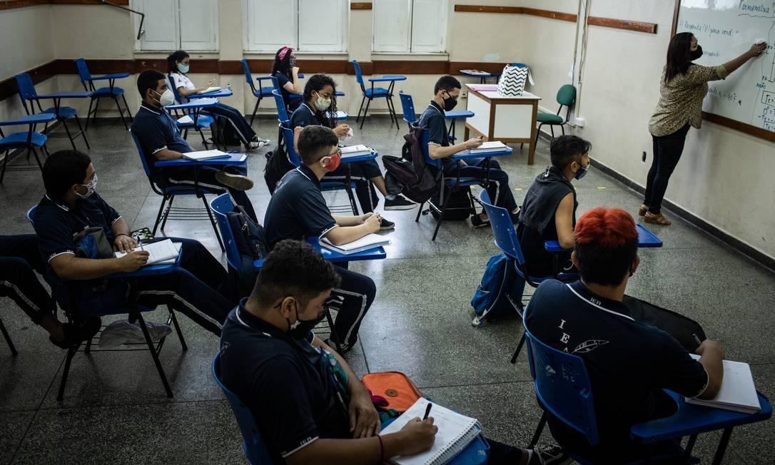 Aulas no Instituto de Educação do Amazonas (IEA), em Manaus, primeira cidade do país e reabrir escolas Foto: Raphael Alves / Agência O Globo