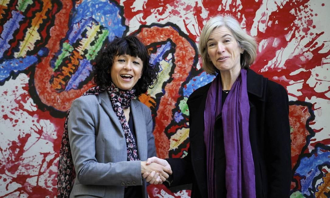 A microbióloga francesa Emmanuelle Charpentier e a professora Jennifer Doudna, em foto de 2015, venceram o Nobel de Química Foto: Eloy Alonso / REUTERS