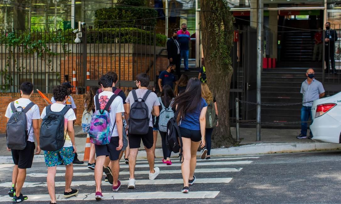 Volta às aulas no Colégio Bandeirantes, na capital paulista Foto: Edilson Dantas/Agência O GLOBO