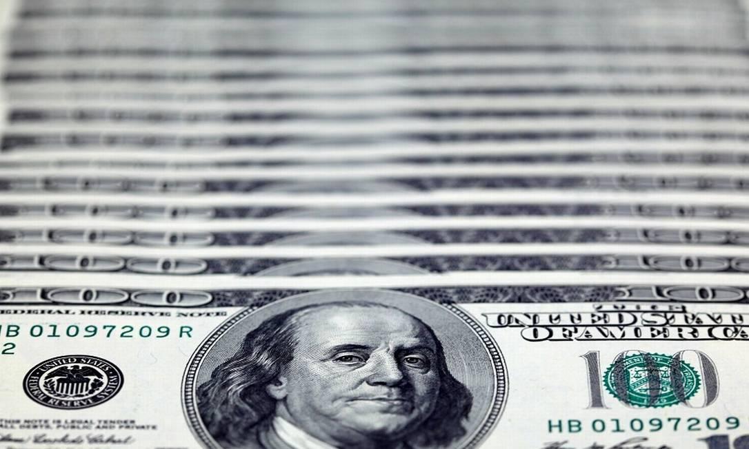 Dólares: Ricos aumentaram suas fortunas com crise do coronavírus. Foto: Nicky Loh / REUTERS