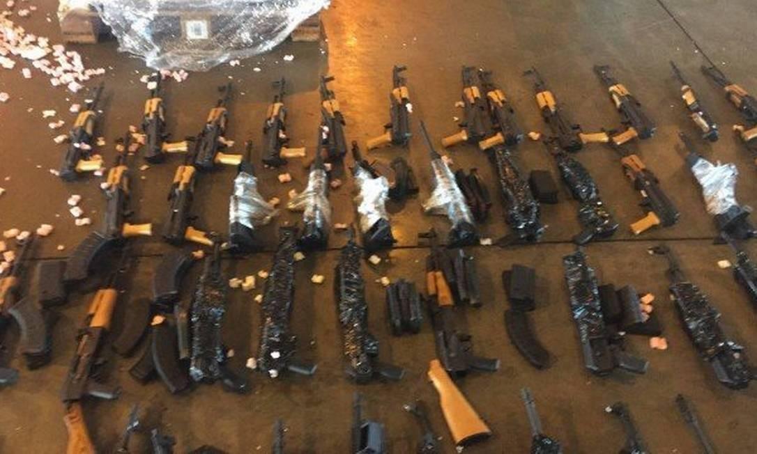 Carregamento com 60 fuzis foi encontrado em meio a aquecedores de piscina em carga no Galeão, em 2017 Foto: Divulgação