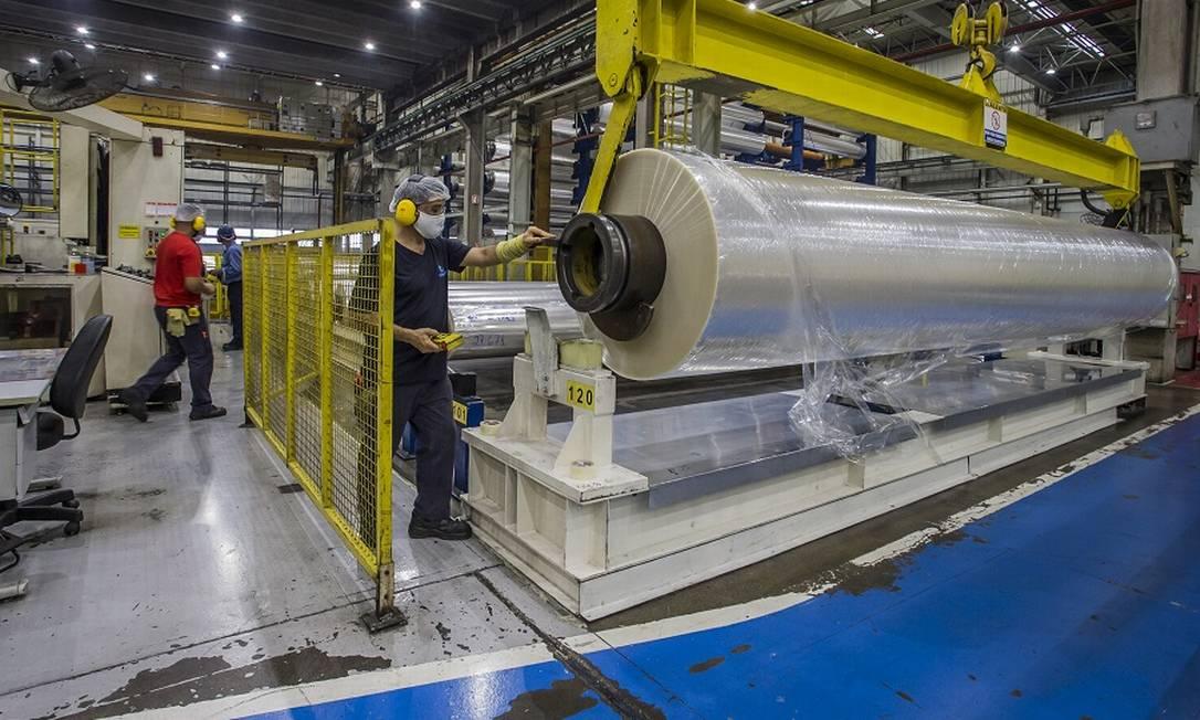 Produção industrial vinha se recuperando, mas voltou a cairem fevereiro, afetando o emprego no setor Foto: Edilson Dantas / Agência O Globo