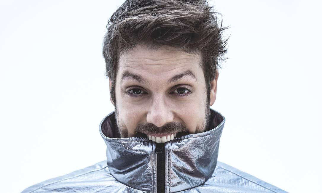 Fábio Porchat usa camiseta Hugo Boss e jaqueta Dolce & Gabbana Foto: Vinicius Mochizuki   Produção de moda: Milton castanheira
